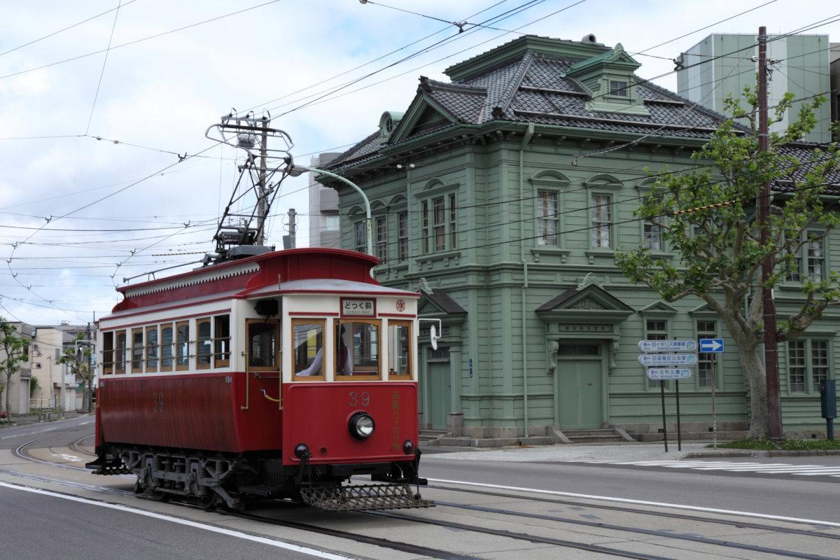 地下鉄と路面電車の関係は、札幌市をモデルとした